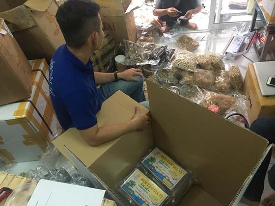 Đóng gói thực phẩm gửi đi Canada