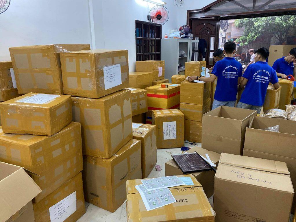 Hoạt động đóng gói hàng đi Thuỵ Sĩ (Switzerland) tại Nasa Express